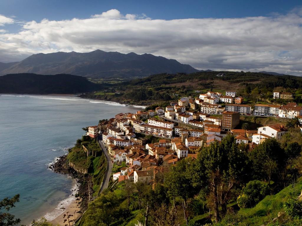 Dorpen Op Heuvels – Lastres (Asturie)