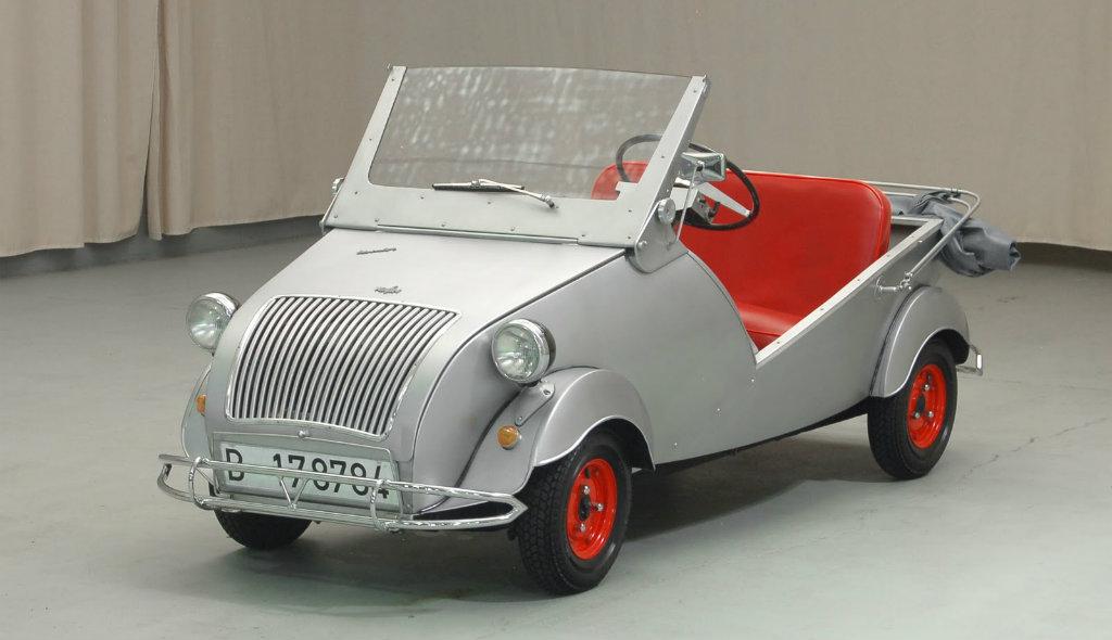 "De ""Biscuter"", Naoorlogs Mini Auto-tje In Spanje."